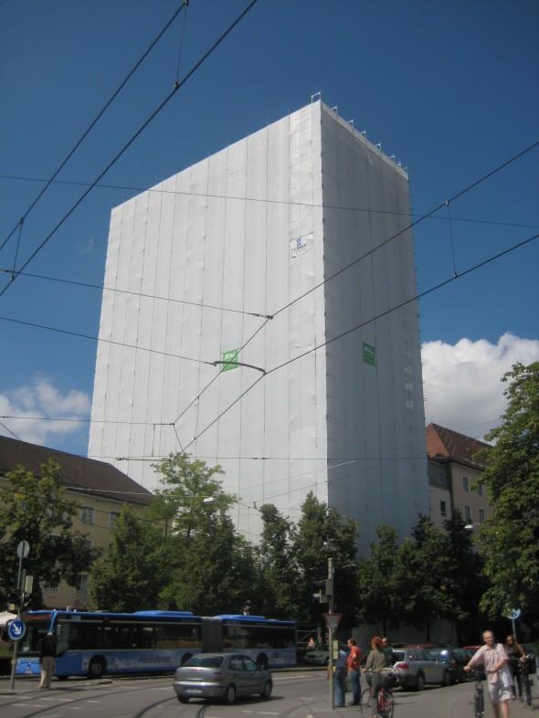 Hochhaus verhüllt
